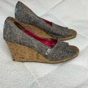 Toms open toed wedges